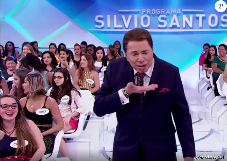 Silvio Santos se machuca durante programa e brinca: 'Não jogo mais dinheiro, neste domingo, 10 de janeiro de 2016