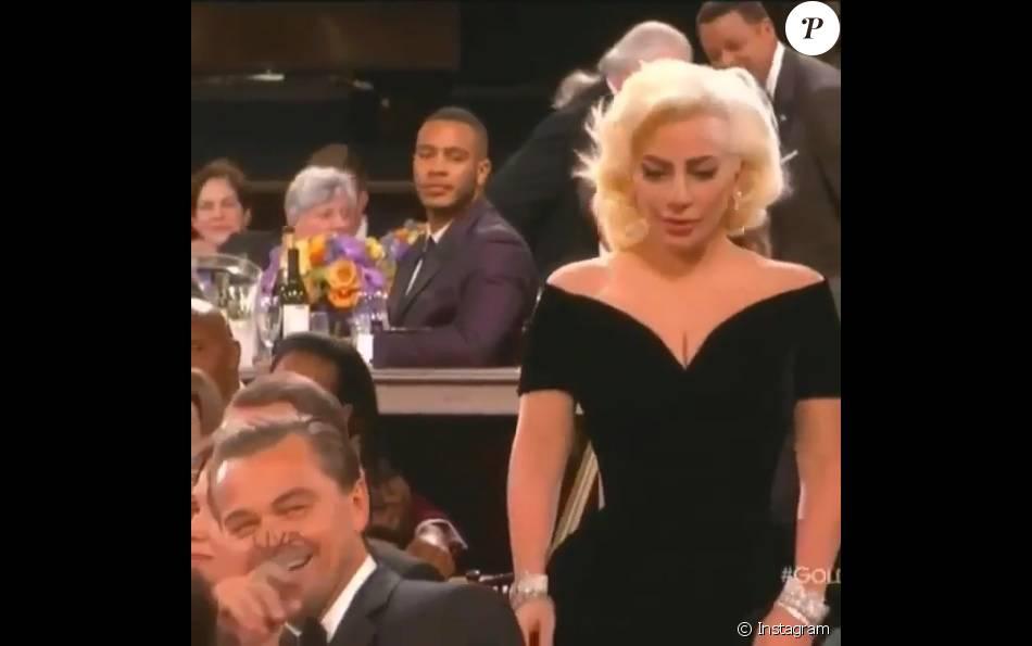 Leonardo DiCapri ri durante premiação de Lady Gaga: ator afirmou que não sabia que ela estava passando