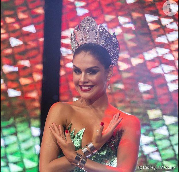 Paloma Bernardi explicou sua falta ao ensaio de rua da Grande Rio para o Carnaval, no último domingo, 10 de janeiro de 2016: 'Eu e o motorista da escola ficamos presos em um trânsito horrível'