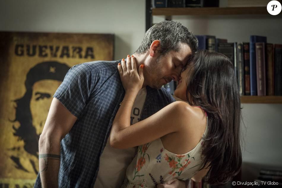 Romero (Alexandre Nero) recebe a notícia de que Tóia (Vanessa Giácomo) está esperando um filho dele, na novela 'A Regra fo Jogo', em 1º de fevereiro de 2016