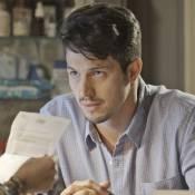 'Além do Tempo': Roberto não é pai de Alex e procura Felipe para dizer a verdade