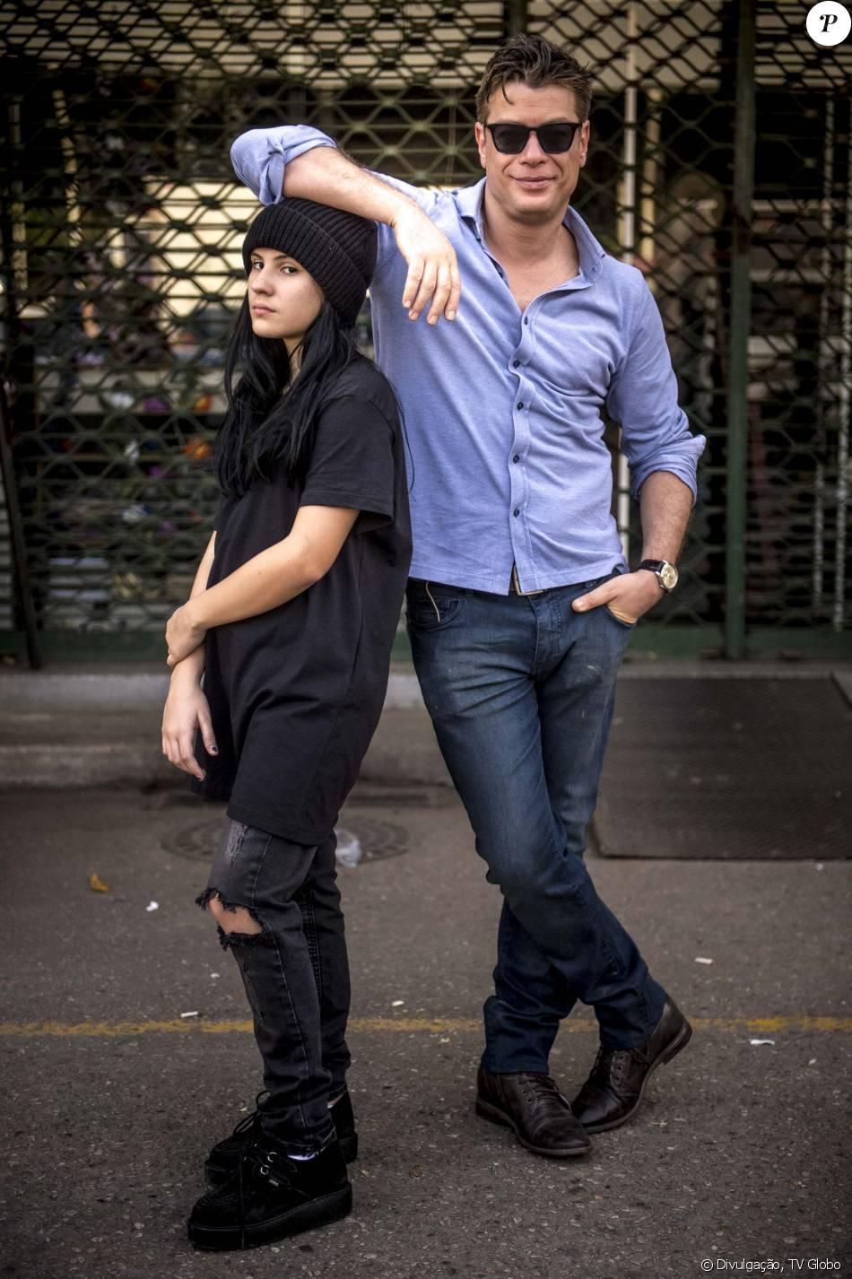 Arthur (Fábio Assunção) livra Jojô (Giovanna Ríspoli) do bullying na escola, na novela 'Totalmente Demais', em janeiro de 2016