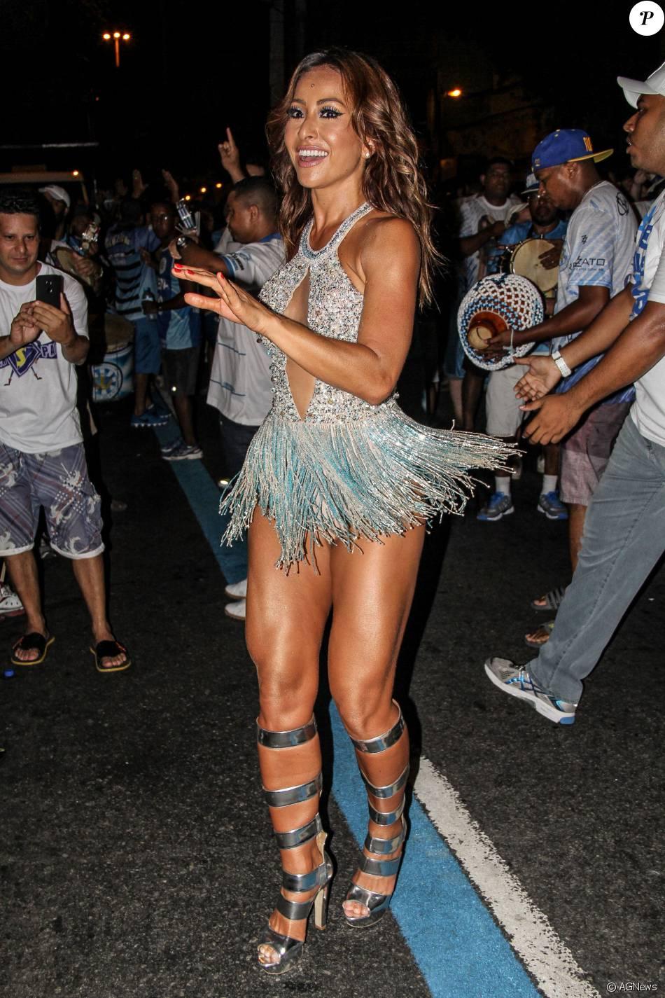 Sabrina Sato se prepara para o Carnaval de 2016 da Vila Isabel