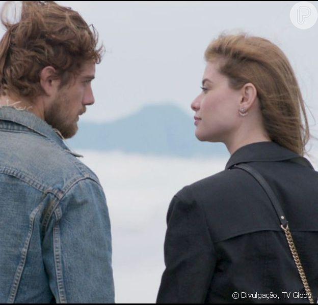 Lívia (Alinne Moraes) e Felipe (Rafael Cardoso) não se casaram, mas a cena final do último capítulo da novela 'Além do Tempo' celebrou o amor do casal com um beijo apaixonado, em 15 de janeiro de 2016