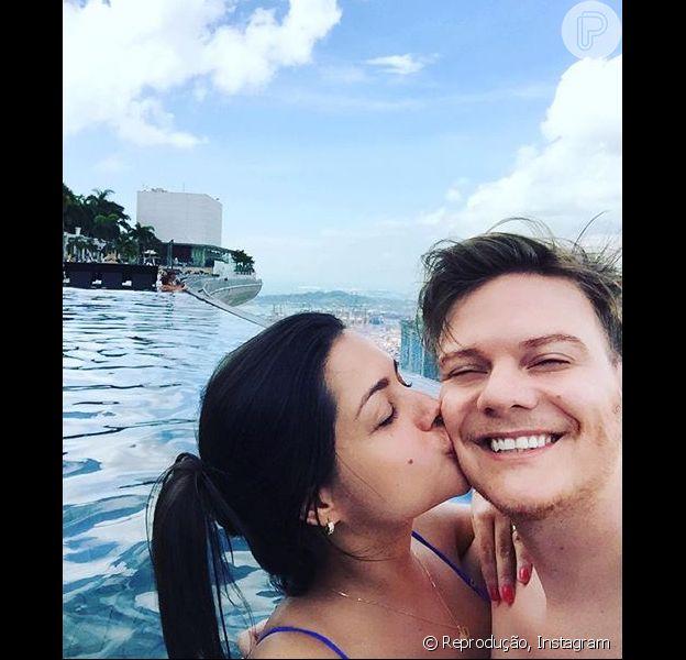 Thais Fersoza se diverte com Michel Teló em Singapura: cantor postou declaração de amor nesta sexta-feira, 15 de janeiro de 2016