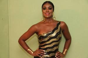 Cris Vianna samba em ensaio da Imperatriz sob o olhar do namorado, Luiz Roque