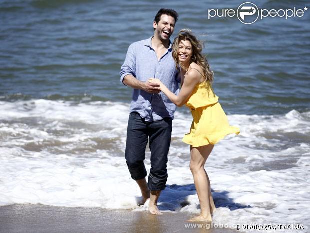 Ester (Grazi Massafera) descobre que está grávida de Cassiano (Henri Castelli) e que dará a luz a gêmeos, em 'Flor do Caribe', em setembro de 2013