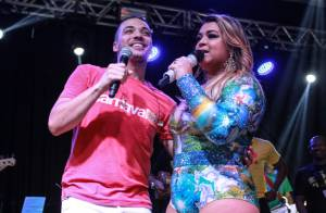 Wesley Safadão canta com Preta Gil em ensaio de bloco no Rio. Veja vídeos!