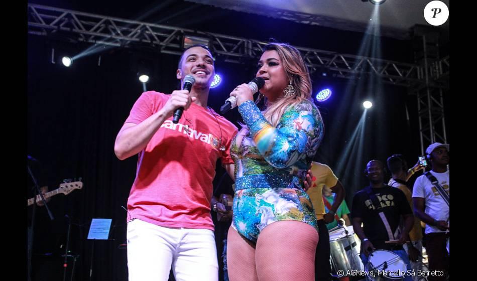 Wesley Safadão canta com Preta Gil em ensaio de bloco no Rio, nesta terça-feira, 19 de janeiro de 2016