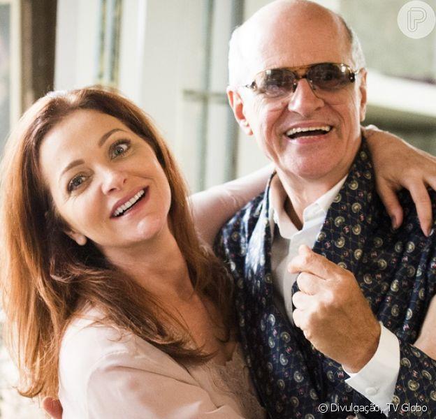Dalila (Alexandra Richter) segue Feliciano (Marcos Caruso) e exige R$10 mil semanais para guardar o segredo do pai, na novela 'A Regra do Jogo', em 4 de fevereiro de 2016