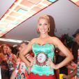 A modelo e apresentadora Ana Hickmann implantou 250 ml nos seios em 2000; foto foi tirada em fevereiro de 2012 durante um ensaio na quadra da escola de samba Grande Rio