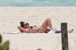 Luiza Brunet, clicada de biquíni, impressiona pela boa forma aos 53 anos. Fotos!