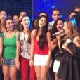 Claudia Leitte com fãs durante o 'Caldeirão do Huck'