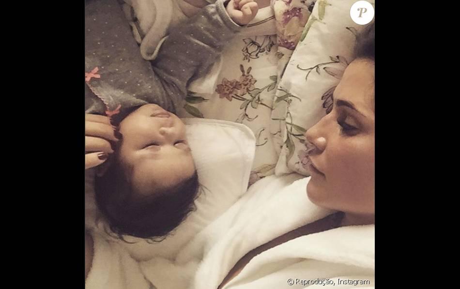 Deborah Secco posa foto ao lado da filha, Maria Flor em 23 de janeiro de 2016: 'Um caso de amor eterno'