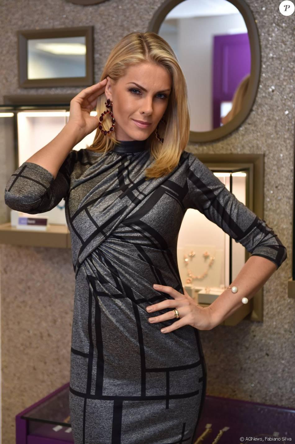 38a32a7e09899 Ana Hickmann participa da inauguração da primeira loja da Rommanel nos Estados  Unidos, em 23