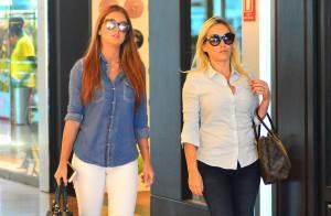 6c937ec12f1c3 Marina Ruy Barbosa usa óculos espelhados durante passeio com a mãe. Fotos!