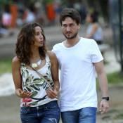 Camila Pitanga passeia com o namorado, Igor Angelkorte, no Rio de Janeiro