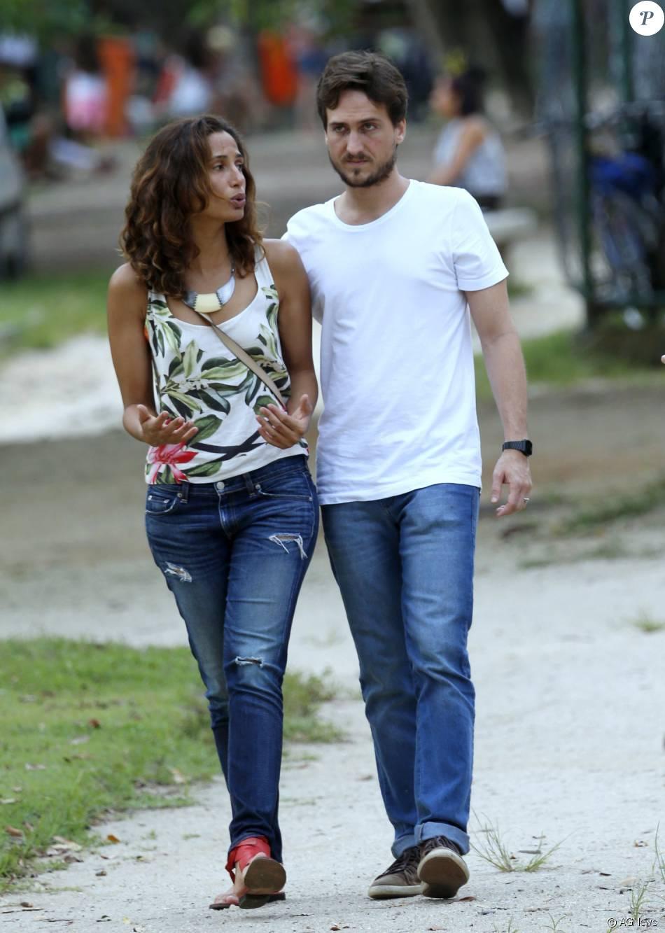 Camila Pitanga e Igor Angelkorte passeiam na Lagoa Rodrigo de Freitas, Zona Sul do Rio de Janeiro, em 24 de janeiro de 2016
