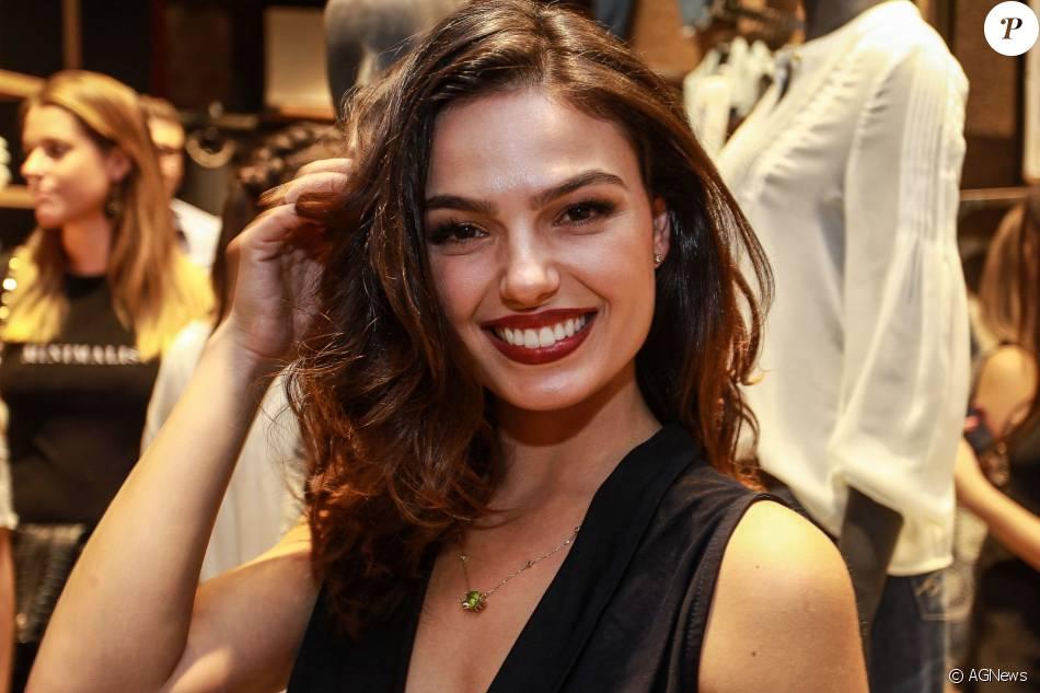 Isis Valverde será  madrinha  do Bloco da Favorita. A atriz disse que tem samba no pé, mas não cogita virar rainha em uma escola de samba: 'Muita responsabilidade'