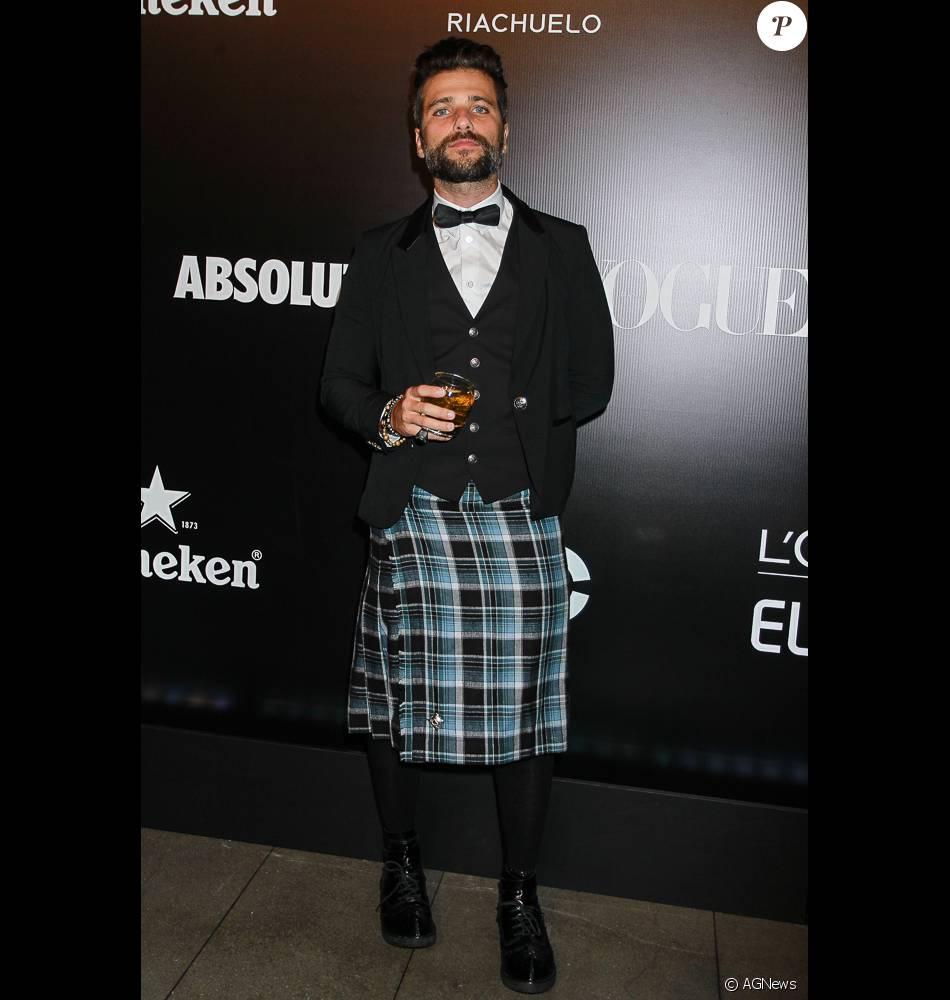 Bruno Gagliasso foi ao Baile da Vogue usando uma kilt, saia escocesa, e sem  cueca b2f900557b