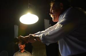 'A Regra do Jogo': sequestrado, Romero chora ao ser torturado com roleta russa