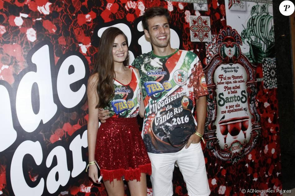 Camila Queiroz levou o namorado, Lucas Cattani, à feijoada da Grande Rio em hotel de São Conrado, Zona Sul do Rio de Janeiro, neste sábado, 30 de janeiro de 2016