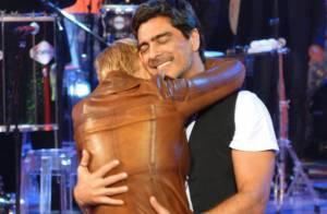 Xuxa e o namorado, Junno Andrade, trocam carinhos em gravação do 'TV Xuxa'