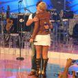 Xuxa e Junno Andrade se beijam durante gravação do 'TV Xuxa'