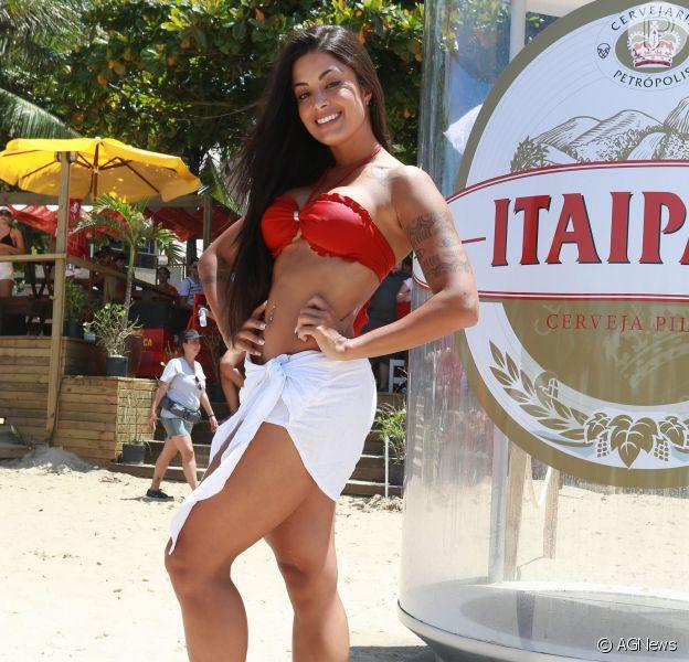 Aline Riscado estaria recebendo um salário de R$ 120 mil da Itaipava, cerveja responsável pelo 'contrato da vida' da modelo, acrescido de extras de ações publicitárias