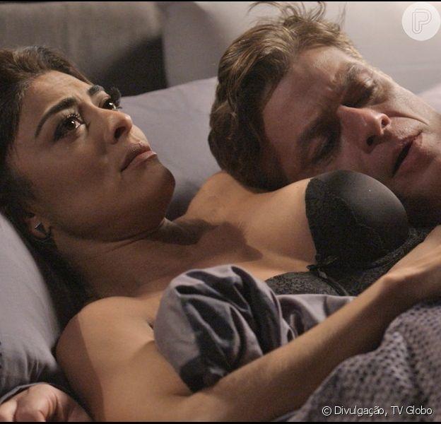 Arthur (Fábio Assunção) chama Carolina (Juliana Paes) de Eliza (Marina Ruy Barbosa) e ela fica arrasada, na novela 'Totalmente Demais', a partir de 16 de fevereiro de 2016