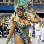 Carnaval 2016: Ellen Rocche capricha no decote em desfile da Rosas de Ouro