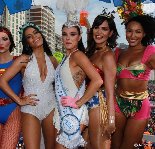 Isis Valverde desfilou como musa do Bloco da Favorita na orla de Copacabana, na Zona Sul do Rio de Janeiro, na manhã deste sábado, 6de fevereiro de 2016