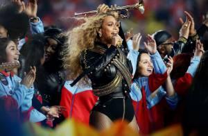 Beyoncé usa figurino inspirado em Michael Jackson na final do Super Bowl