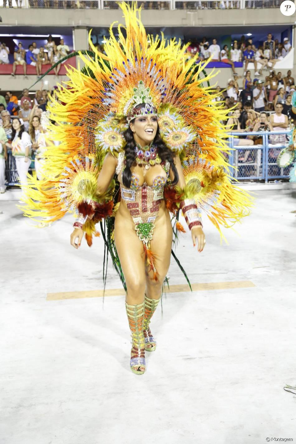 Jaqueline Maia desfilou pela Acadêmicos de Santa Cruz. O público duvidou se a rainha estava com tapa-sexo, calcinha ou sem nada quando parte de sua fantasia levantou durante o desfile