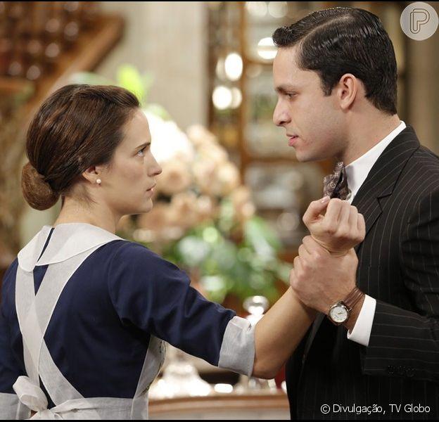 Celso (Rainer Cadete) agarra Maria (Bianca Bin) e garante que ela o beijou de volta, na novela 'Êta Mundo Bom!', em 8 de fevereiro de 2016
