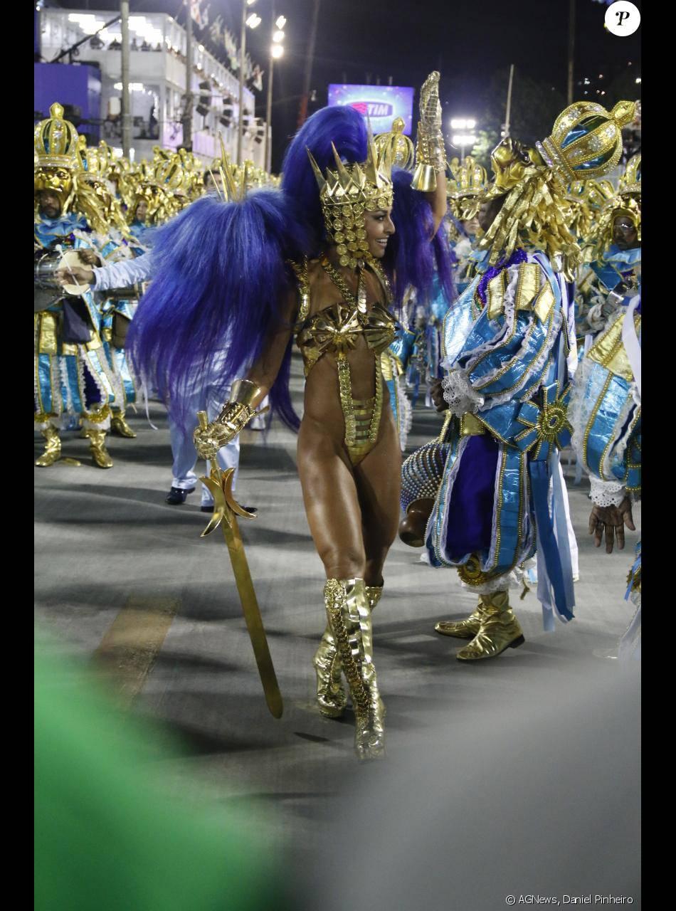 Sabrina Sato evoluiu na Marquês de Sapucaí vestida de Leão do Norte ... a7fa573a9a
