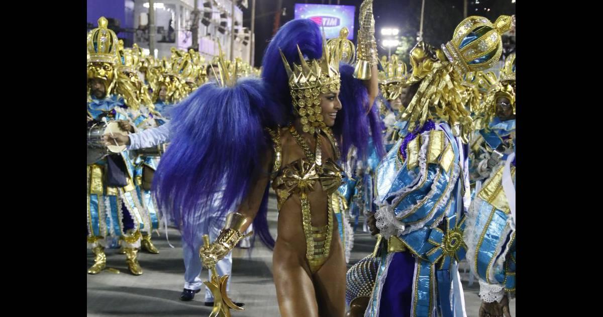 Sabrina Sato evoluiu na Marquês de Sapucaí vestida de Leão do Norte -  Purepeople 91bef9733d
