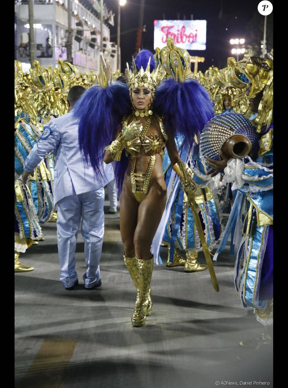 Sabrina Sato desfila há seis anos como rainha de bateria da Vila Isabel no  Carnaval do Rio de Janeiro 48d2678140