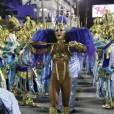 Sabrina Sato apostou numa fantasia leve, toda metalizada, e bem ousada para desfilar como rainha de bateria da Unidos de Vila Isabel nesta segunda-feira, 08 de fevereiro de 2016