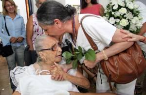 Dona Canô, mãe de Caetano e Bethânia, apresenta variação do nível de consciência