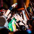 Bruce se jogou no meio da multidão e fez o público cantar as suas músicas durante uma apresentação de três horas