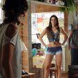 Nem a enteada Lurdinha (Bruna Marquezine) escapa dos olhares de cobiça de Pescoço (Nando Cunha) em 'Salve Jorge'