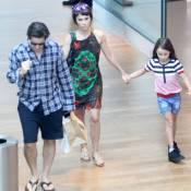 Juntos na TV, Débora Falabella e Murilo Benício passeiam com filha da atriz