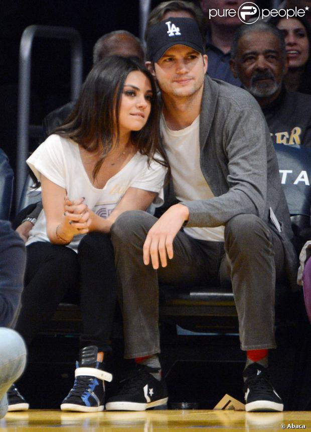 Primeiro beijo de Mila Kunis foi no atual namorado Ashton Kutcher, quando eles faziam par romântico no seriado 'That 70's Show'