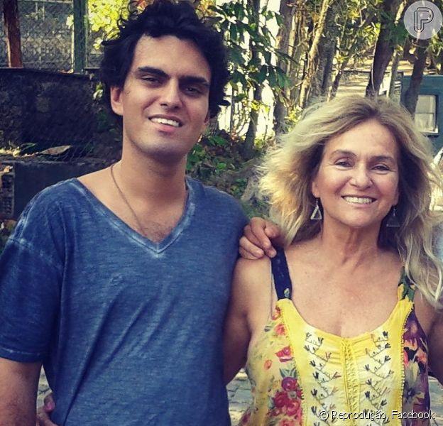 Mãe de Rian Brito, neto de Chico Anysio, agradece apoio pela morte do rapaz, nesta sexta-feira, 4 de março de 2016