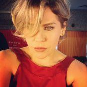 Bárbara Paz publica foto com o cabelo mais claro: 'Loira novamente'