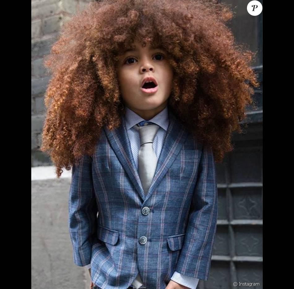 Farouk Jamesé, londrino de 4 anos, vira sensação na web com cabelo black power e looks estilosos