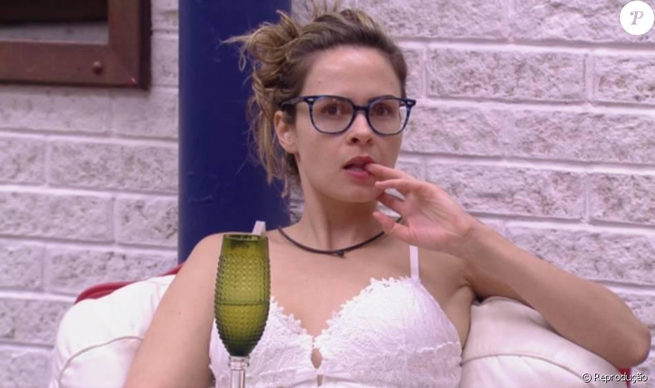 Ana Paula, expulsa após agressão, já foi autuada por quatro crimes