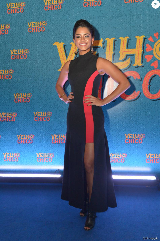 0fe5ccdf9 Lucy Alves apostou em um vestido Versace de R$ 14 mil, sandália Michael  Kors e joias Animale