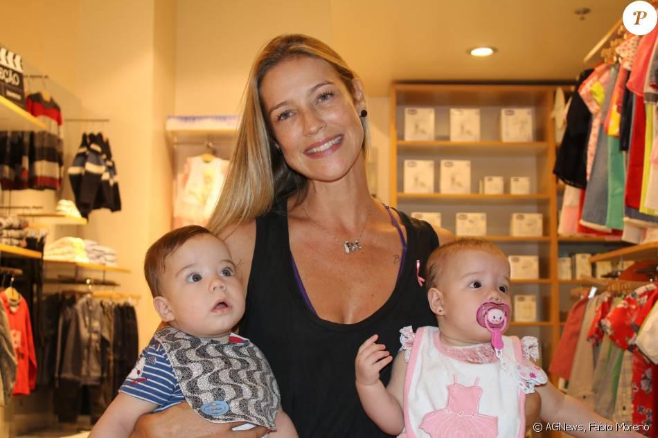Luana Piovani vai com os filhos gêmeos, Liz e Bem, a lançamento de coleção em loja infantil no Rio, nesta terça-feira, 8 de março de 2016